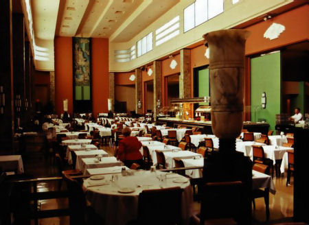 The Ninth Floor restaurant, Eaton�s, Montreal. Image: erudit.org
