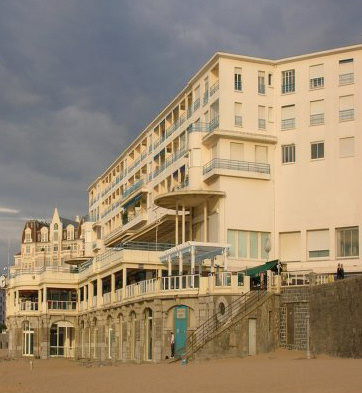 Seafront apartment and thalassotherapy building by Robert Mallet-Stevens, Saint Jean de Luz