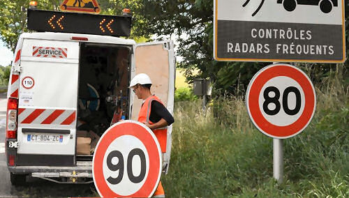 Changing road speed signs. Image: Pascal Pavani AFP/Sud Ouest