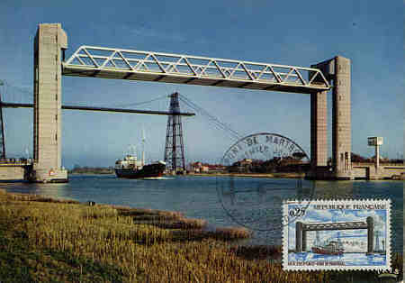 1968 postcard showing the new lift bridge with the Rochefort-Martrou transbordeur behind