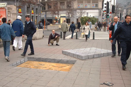 Moved paving section. Note the passerby avoiding the 'hole'. Produced by Julian Beever