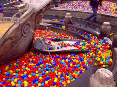 Coloured balls ending up in an fountain in Rome. Source: ebayimg.com