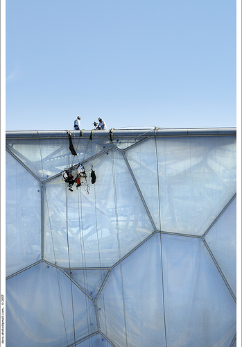 Putting the membrane on the outer surface of the Water Cube. Credit: dans