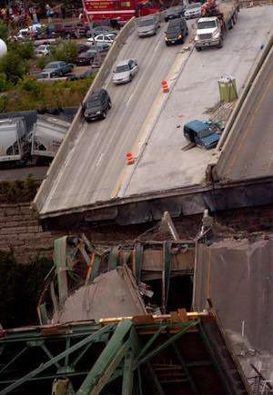 Anti-Darwin award nominee's blue van on the collapsed bridge. Image source: theage.au